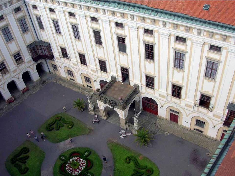 """Schloss in Kroměříž (Kremsier) und seine Gärten sind außergewöhnlich erhaltenes Beispiel Barockschloss Residenz. Areal liegt in Flussgebiet der """"Morav"""