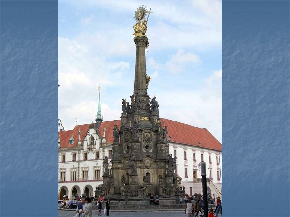 Olomoucer Dreif ä ltigkeitssäule ist die größte Gruppierung von barocken Statuen in einer Skulptur in Mitteleuropa. In die Liste des Weltkultur-und Na