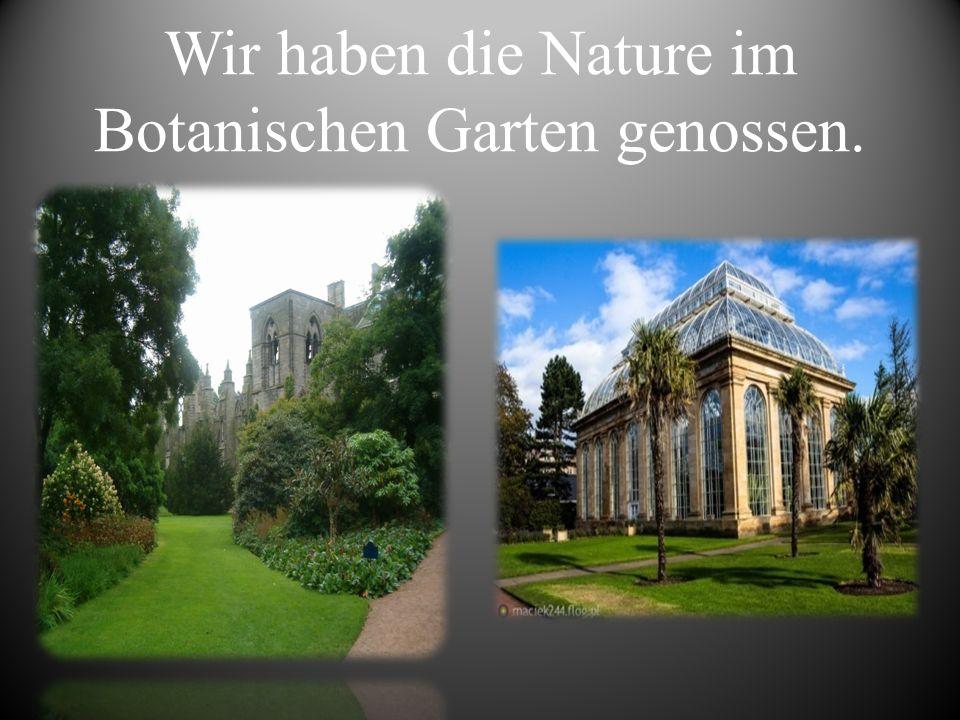 Wir haben die Nature im Botanischen Garten genossen.