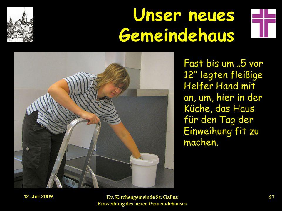 """Unser neues Gemeindehaus 12. Juli 2009 Ev. Kirchengemeinde St. Gallus Einweihung des neuen Gemeindehauses57 Fast bis um """"5 vor 12"""" legten fleißige Hel"""