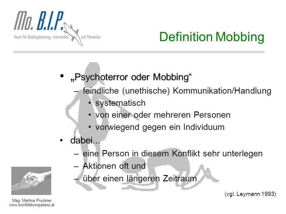 "Mag. Martina Pruckner www.konfliktkompetenz.at Definition Mobbing "" Psychoterror oder Mobbing"""" Psychoterror oder Mobbing"" –feindliche (unethische) Ko"