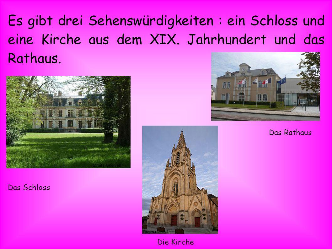Es gibt drei Sehenswürdigkeiten : ein Schloss und eine Kirche aus dem XIX.