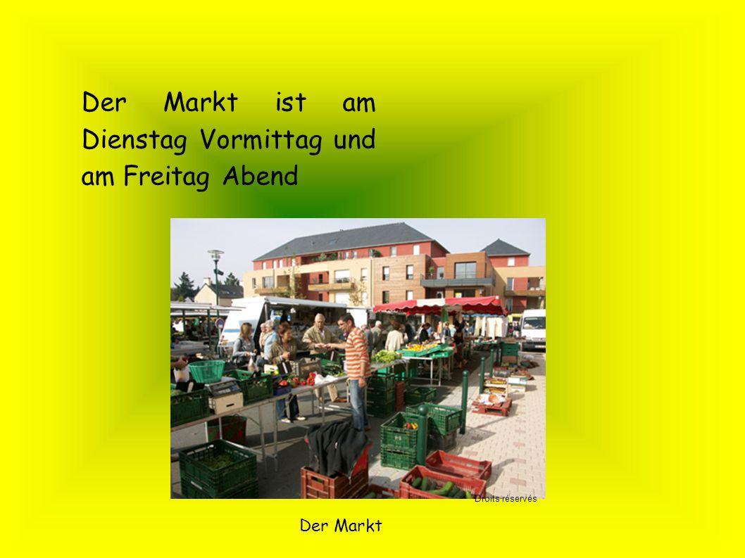 Der Markt ist am Dienstag Vormittag und am Freitag Abend Der Markt Droits réservés