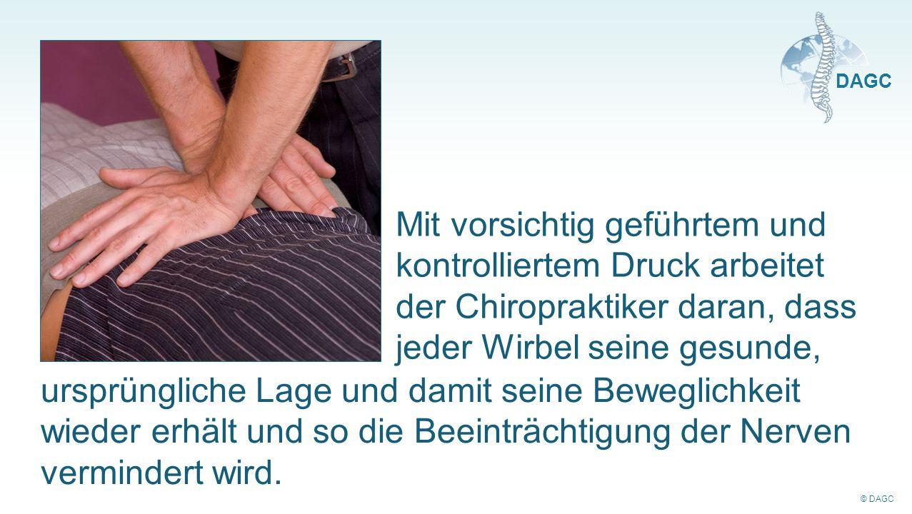 © DAGC DAGC Mit vorsichtig geführtem und kontrolliertem Druck arbeitet der Chiropraktiker daran, dass jeder Wirbel seine gesunde, ursprüngliche Lage u