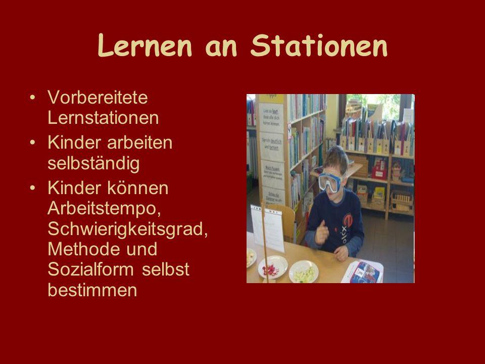 Lernen an Stationen Vorbereitete Lernstationen Kinder arbeiten selbständig Kinder können Arbeitstempo, Schwierigkeitsgrad, Methode und Sozialform selbst bestimmen