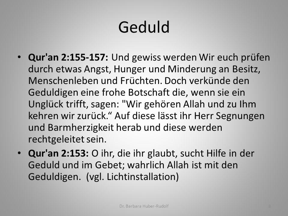Qur'an 2:155-157: Und gewiss werden Wir euch prüfen durch etwas Angst, Hunger und Minderung an Besitz, Menschenleben und Früchten. Doch verkünde den G
