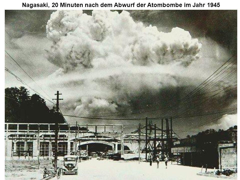 Nagasaki, 20 Minuten nach dem Abwurf der Atombombe im Jahr 1945