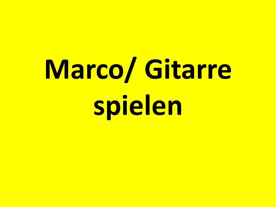 Marco/ Gitarre spielen