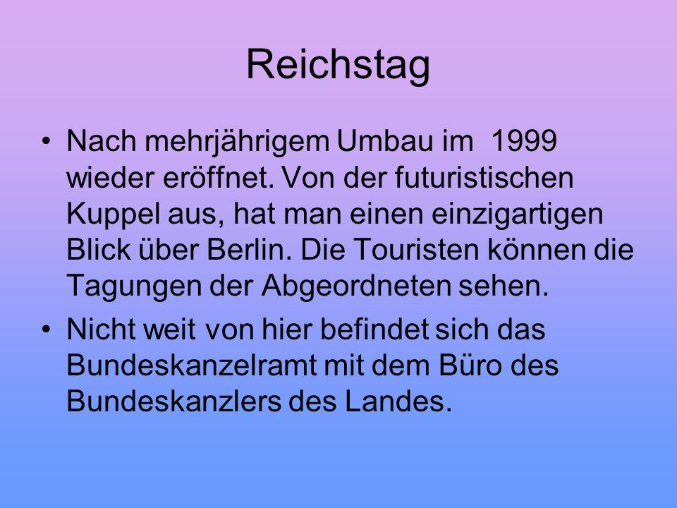 Reichstag Nach mehrjährigem Umbau im 1999 wieder eröffnet. Von der futuristischen Kuppel aus, hat man einen einzigartigen Blick über Berlin. Die Touri