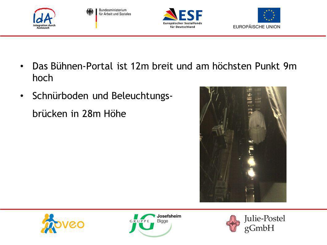 Das Bühnen-Portal ist 12m breit und am höchsten Punkt 9m hoch Schnürboden und Beleuchtungs- brücken in 28m Höhe