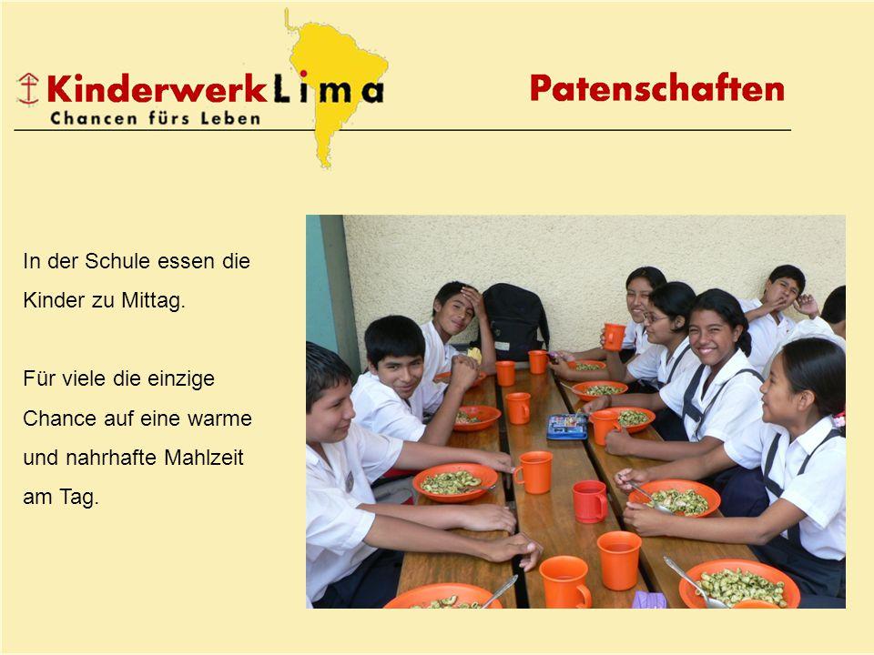 In der Schule essen die Kinder zu Mittag.