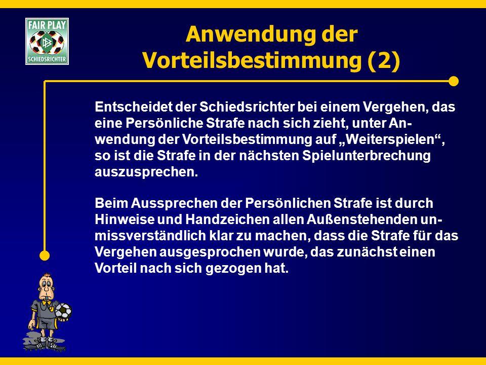 Anwendung der Vorteilsbestimmung (2) Entscheidet der Schiedsrichter bei einem Vergehen, das eine Persönliche Strafe nach sich zieht, unter An- wendung