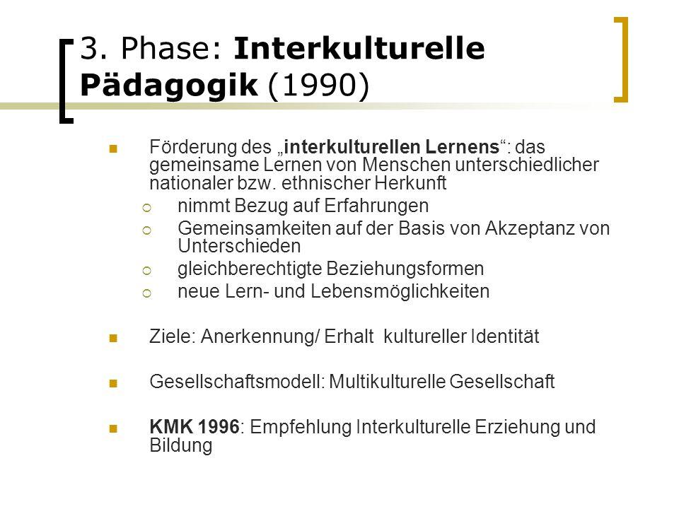 """3. Phase: Interkulturelle Pädagogik (1990) Förderung des """"interkulturellen Lernens"""": das gemeinsame Lernen von Menschen unterschiedlicher nationaler b"""