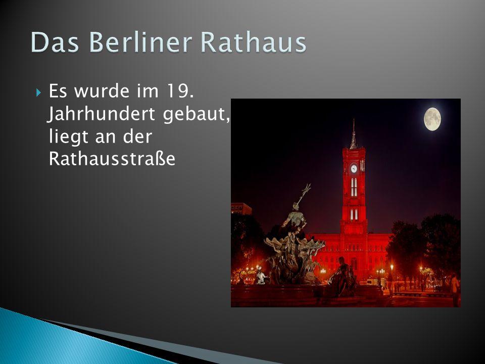  Es wurde im 19. Jahrhundert gebaut, liegt an der Rathausstraße