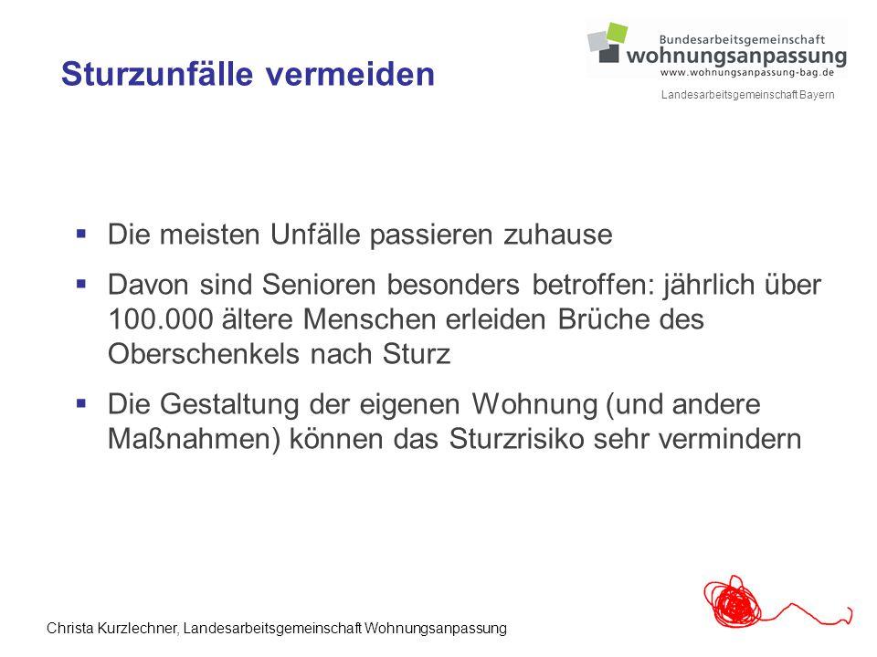 4 Landesarbeitsgemeinschaft Bayern Sturzunfälle vermeiden  Die meisten Unfälle passieren zuhause  Davon sind Senioren besonders betroffen: jährlich