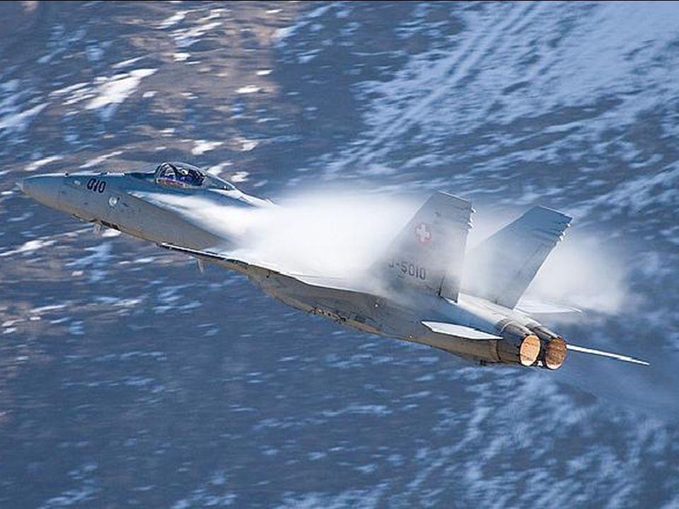Einige Flugzeuge in der Schweizer Luftwaffe haben innen von der Engine-Auspuffendrohre gemalt gelb macht es den Anschein, dass die After-burners auf sind.