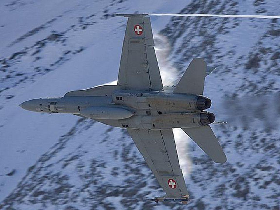 Extra schwere ausgefahrenem Fahrwerk von der F/A-18 Hornet ermöglicht für Flugzeugträger Landungen