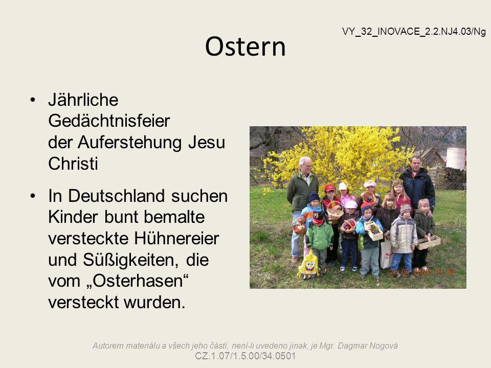 Ostern Jährliche Gedächtnisfeier der Auferstehung Jesu Christi In Deutschland suchen Kinder bunt bemalte versteckte Hühnereier und Süßigkeiten, die vo