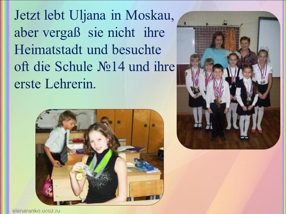 Jetzt lebt Uljana in Moskau, aber vergaß sie nicht ihre Heimatstadt und besuchte oft die Schule №14 und ihre erste Lehrerin.