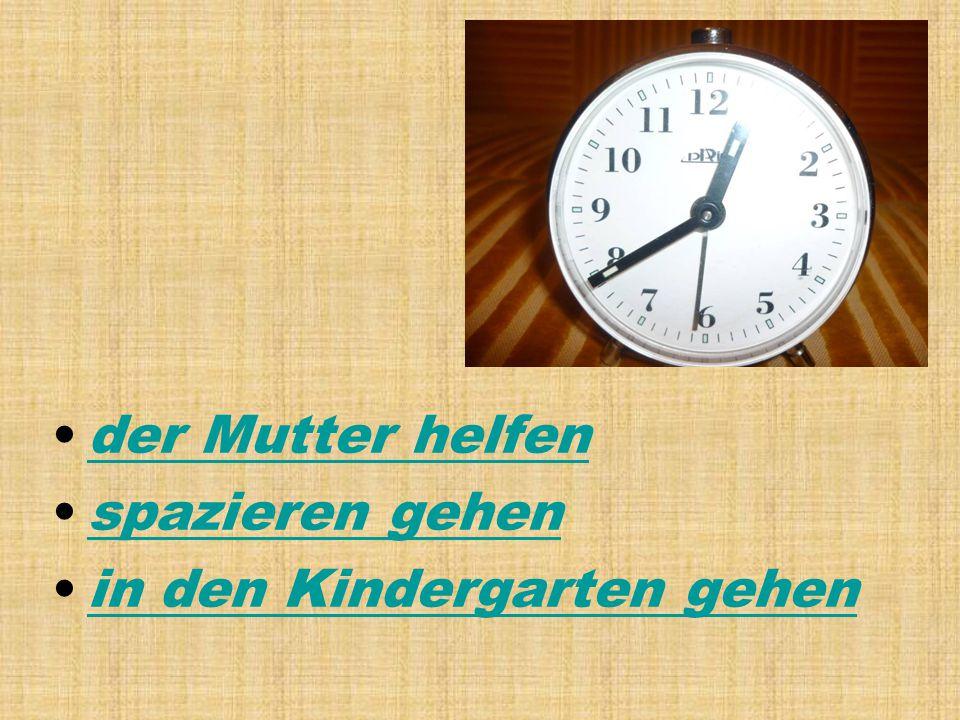 der Mutter helfen spazieren gehen in den Kindergarten gehen
