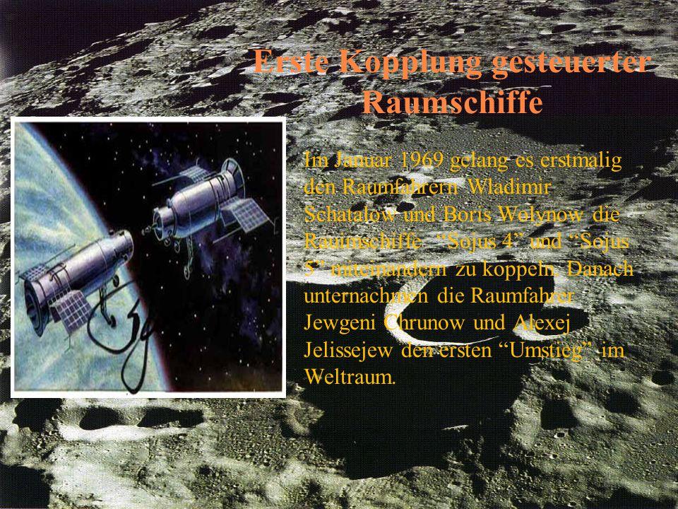 """Erste Kopplung gesteuerter Raumschiffe Im Januar 1969 gelang es erstmalig den Raumfahrern Wladimir Schatalow und Boris Wolynow die Rauimschiffe """"Sojus"""
