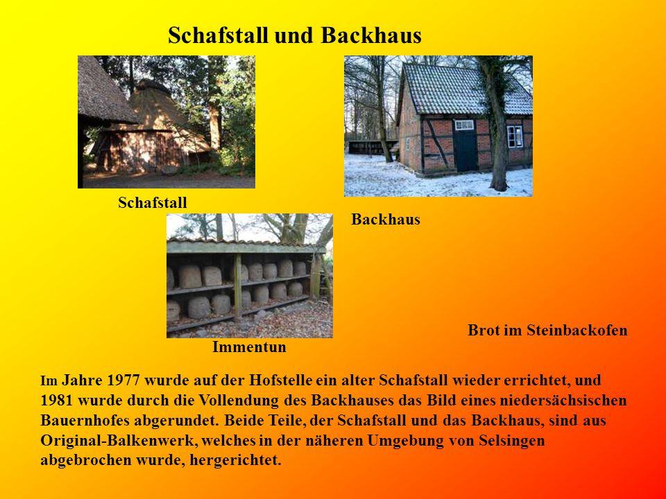 Schafstall und Backhaus Im Jahre 1977 wurde auf der Hofstelle ein alter Schafstall wieder errichtet, und 1981 wurde durch die Vollendung des Backhauses das Bild eines niedersächsischen Bauernhofes abgerundet.