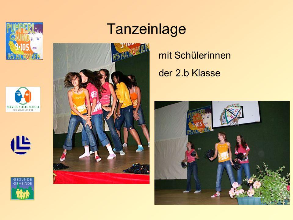Tanzeinlage mit Schülerinnen der 2.b Klasse