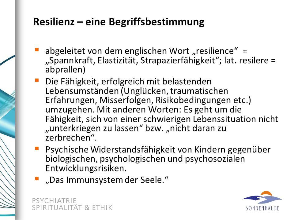 Schlussfolgerungen der Studie Resilienz ist ein Zusammenspiel von vielen Faktoren, deren Grundstein im Kindesalter gelegt wird und durch Reaktionen und Handlungsergebnisse im späteren Leben beeinflusst wird.
