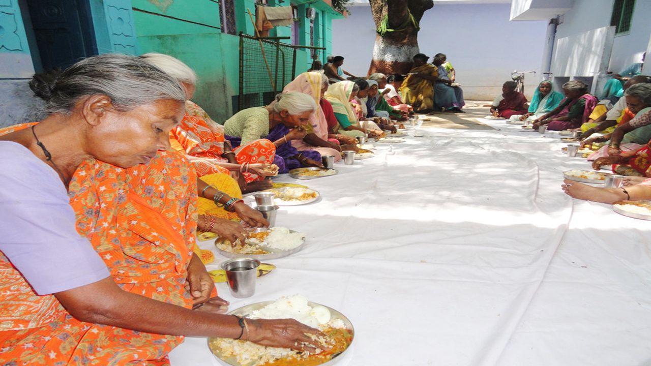 Im Hinduismus gilt die Reinkarnationslehre. Jedes Leben ist nur eines von vielen Hunderttausenden,bis Millionen Daseinsformen,die die Seele im Laufe i