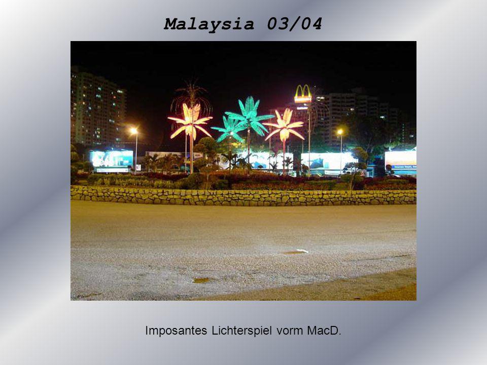 Malaysia 03/04 Imposantes Lichterspiel vorm MacD.