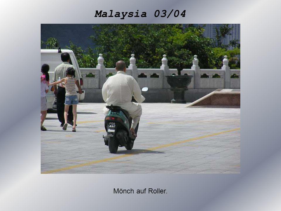 Malaysia 03/04 Mönch auf Roller.