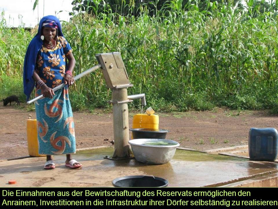 Die Einnahmen aus der Bewirtschaftung des Reservats ermöglichen den Anrainern, Investitionen in die Infrastruktur ihrer Dörfer selbständig zu realisie
