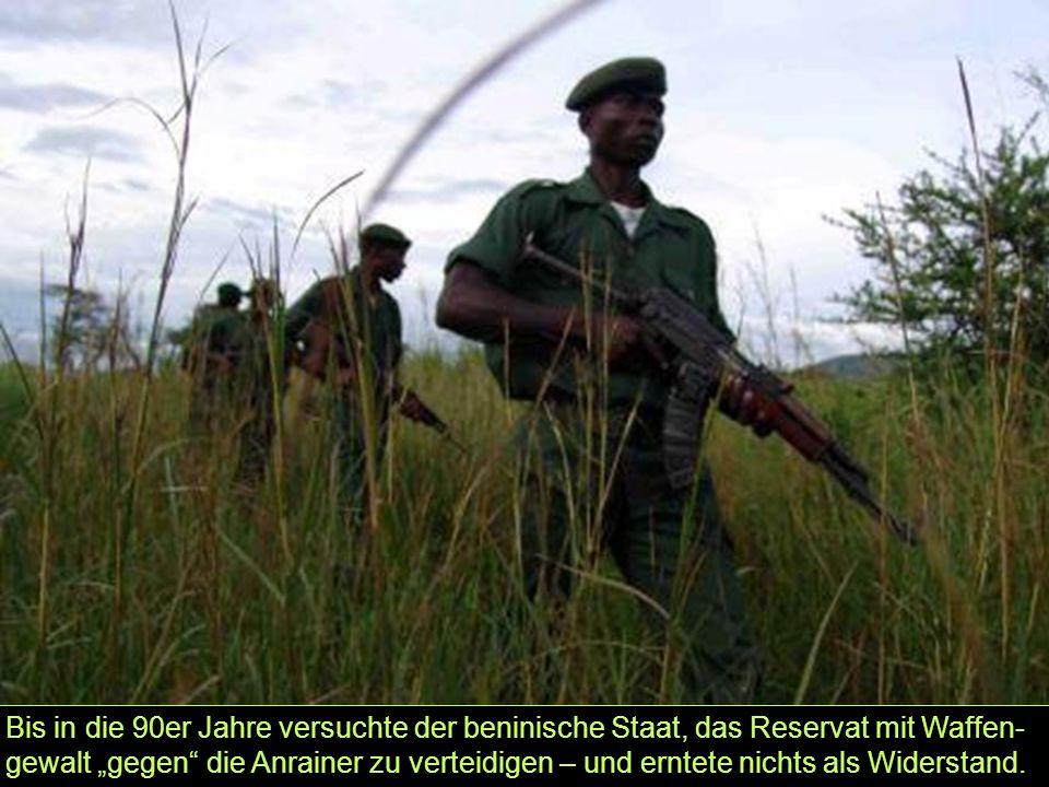 """Bis in die 90er Jahre versuchte der beninische Staat, das Reservat mit Waffen- gewalt """"gegen"""" die Anrainer zu verteidigen – und erntete nichts als Wid"""