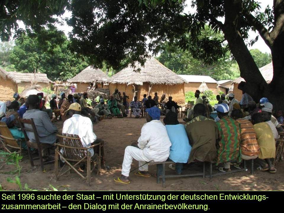 Seit 1996 suchte der Staat – mit Unterstützung der deutschen Entwicklungs- zusammenarbeit – den Dialog mit der Anrainerbevölkerung.