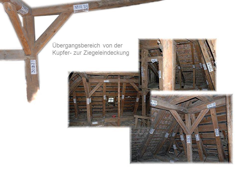 Übergangsbereich von der Kupfer- zur Ziegeleindeckung