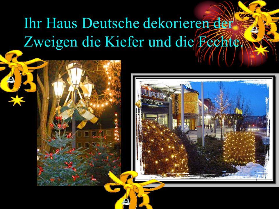 Ihr Haus Deutsche dekorieren der Zweigen die Kiefer und die Fechte.