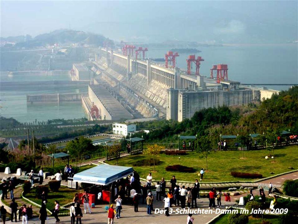 """Die Stadt """"Badong vor der Überflutung … … danach vollkommen im Jangtse versunken und neu aufgebaut …"""