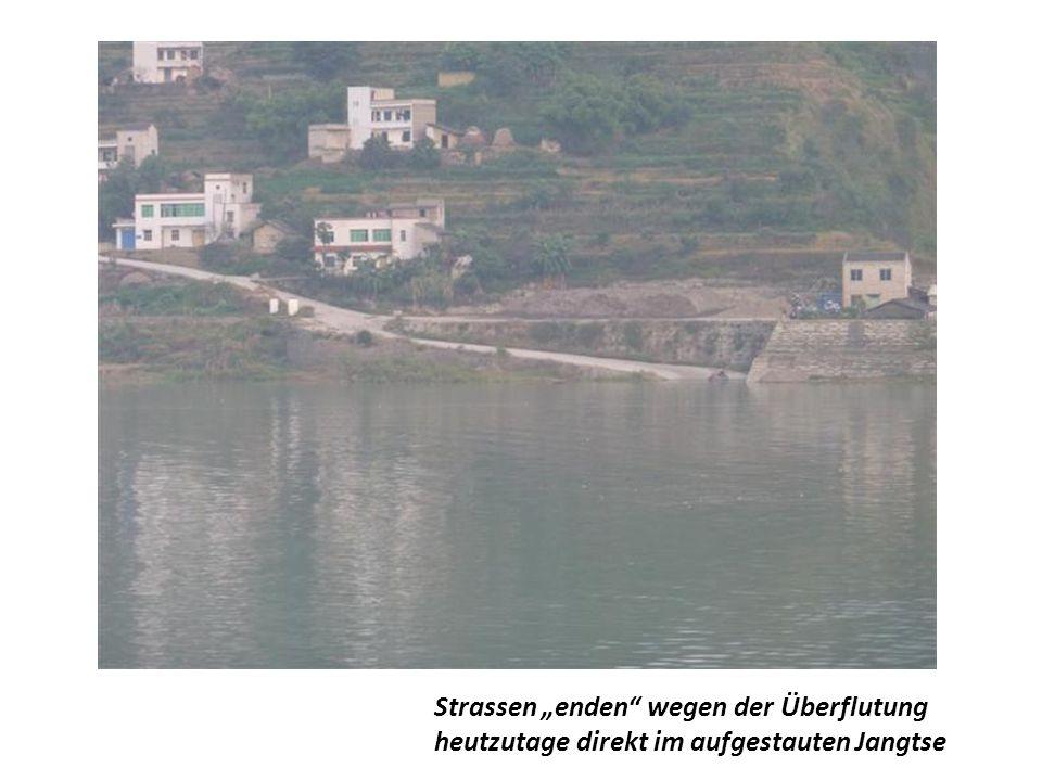Schrägseil-Brücke - neuer, moderner Verbindungsweg von Ufer zu Ufer
