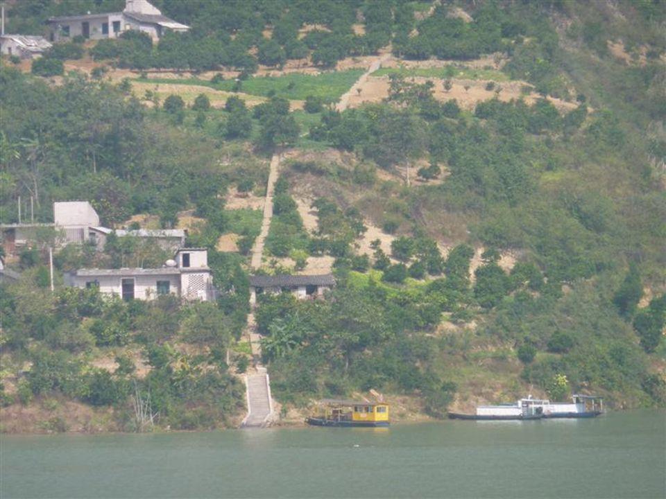 """Strassen """"enden wegen der Überflutung heutzutage direkt im aufgestauten Jangtse"""