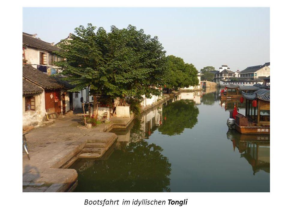 Eine typische Wasser-Stadt mit einer langen Geschichte (Bau vor über 1000 Jahren ) Tongli (120 km von Shanghai entfernt)