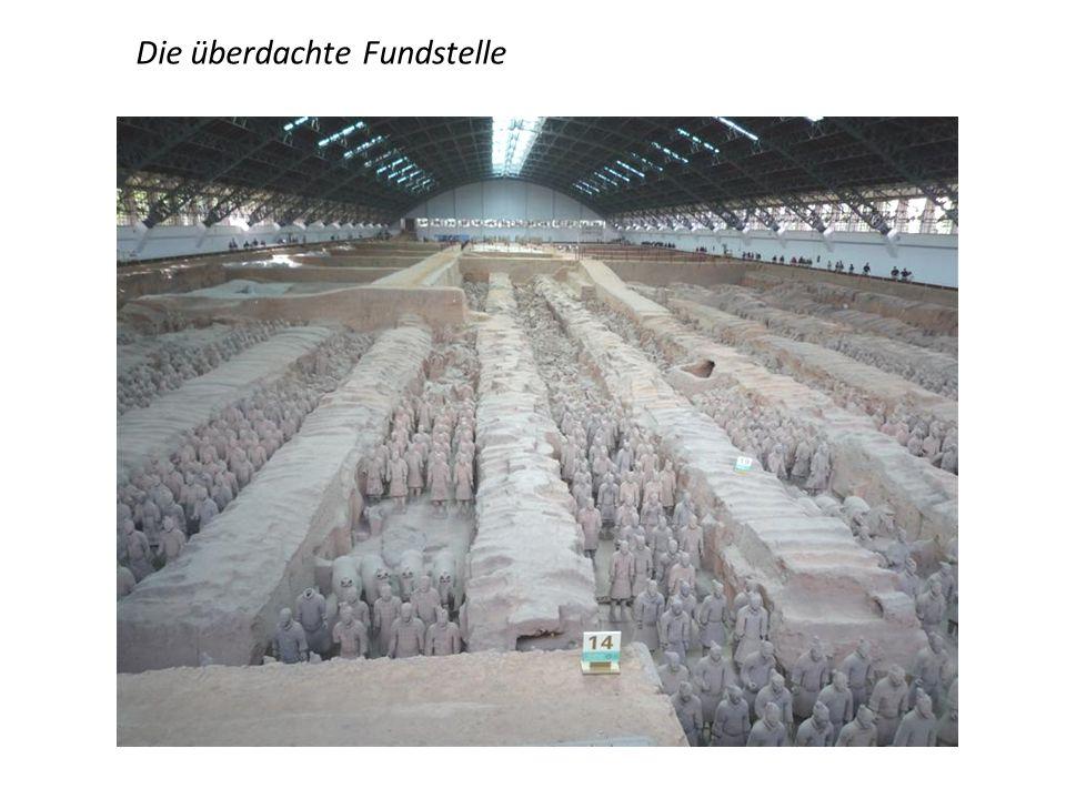 """Terrakotta Armee des ersten chinesischen Kaisers """"Qin"""" (210 v. Chr. !!! ) 1974 hat ein Bauer beim Brunnenbau in der Nähe von Xi'an zufällig einen Sold"""