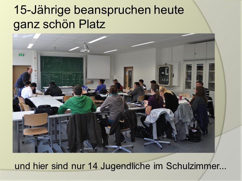 15-Jährige beanspruchen heute ganz schön Platz und hier sind nur 14 Jugendliche im Schulzimmer...