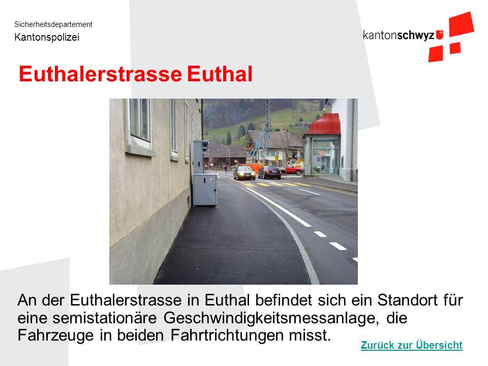 Sicherheitsdepartement Kantonspolizei Hauptstrasse 8 Schwyzerbrugg An der Hauptstrasse 8 in Schwyzerbrugg befindet sich ein Standort für eine semistationäre Geschwindigkeitsmessanlage, die Fahrzeuge in beiden Fahrtrichtungen misst.