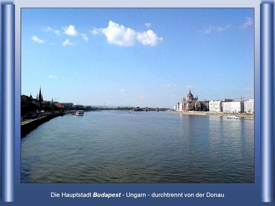 Die Hauptstadt Budapest - Ungarn - durchtrennt von der Donau