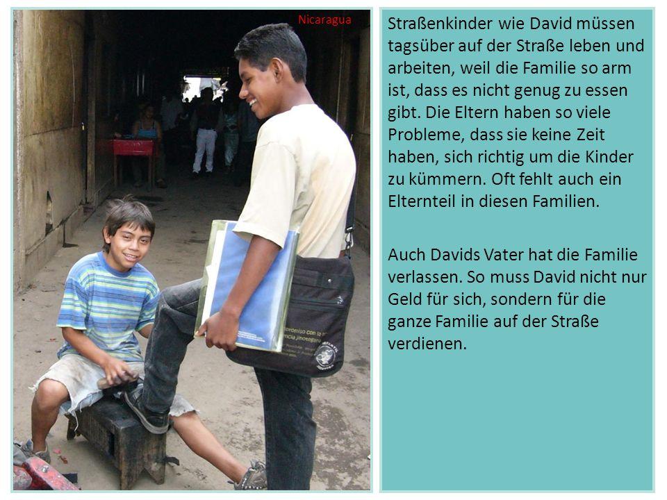 Straßenkinder wie David müssen tagsüber auf der Straße leben und arbeiten, weil die Familie so arm ist, dass es nicht genug zu essen gibt. Die Eltern