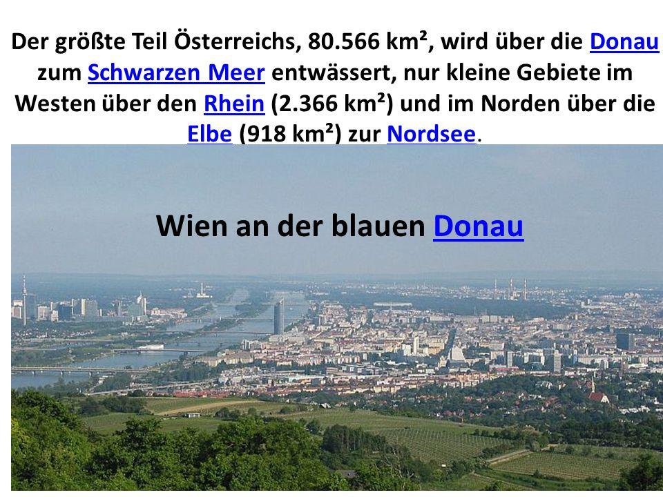 Der größte Teil Österreichs, 80.566 km², wird über die Donau zum Schwarzen Meer entwässert, nur kleine Gebiete im Westen über den Rhein (2.366 km²) und im Norden über die Elbe (918 km²) zur Nordsee.DonauSchwarzen MeerRhein ElbeNordsee Wien an der blauen DonauDonau