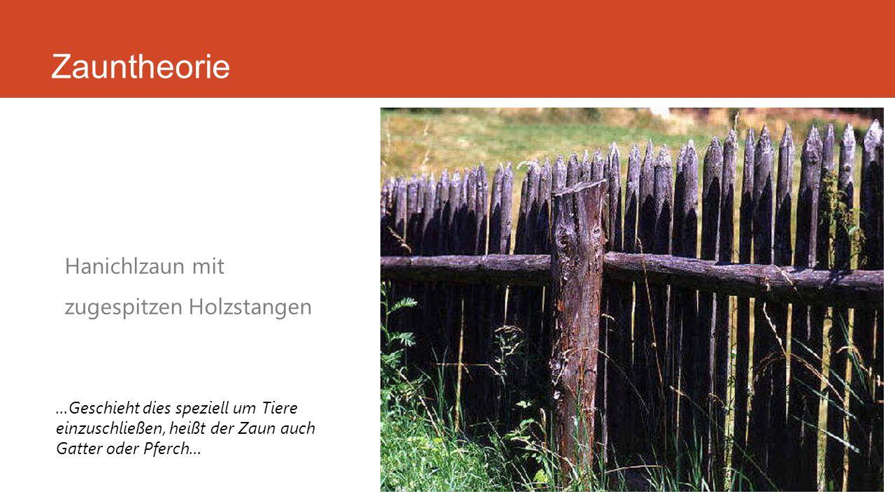 Zauntheorie Hanichlzaun mit zugespitzen Holzstangen …Geschieht dies speziell um Tiere einzuschließen, heißt der Zaun auch Gatter oder Pferch…