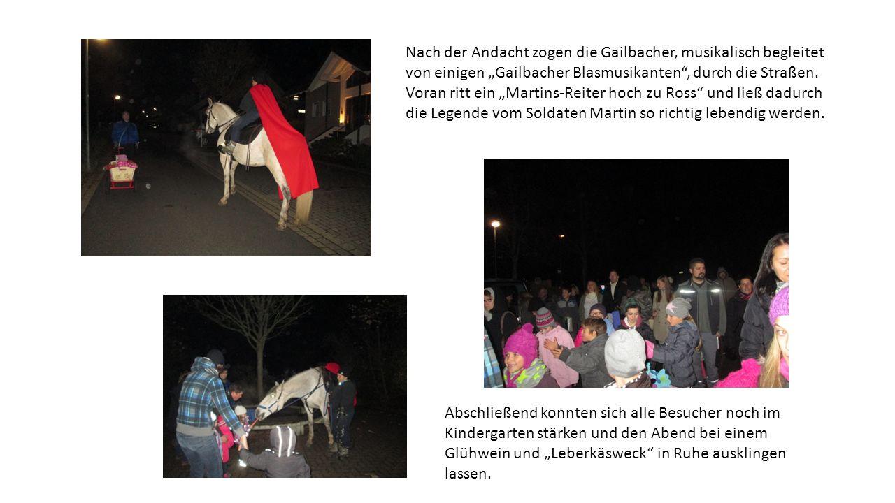 """Nach der Andacht zogen die Gailbacher, musikalisch begleitet von einigen """"Gailbacher Blasmusikanten"""", durch die Straßen. Voran ritt ein """"Martins-Reite"""