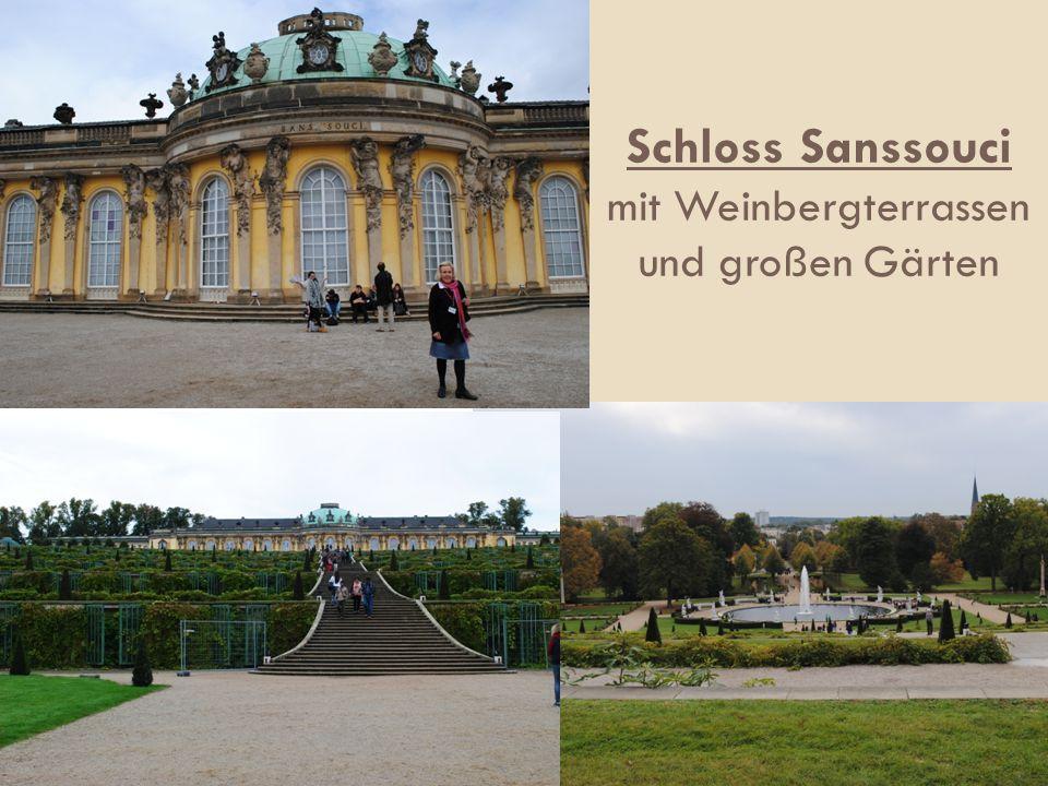 Schloss Sanssouci mit Weinbergterrassen und großen Gärten