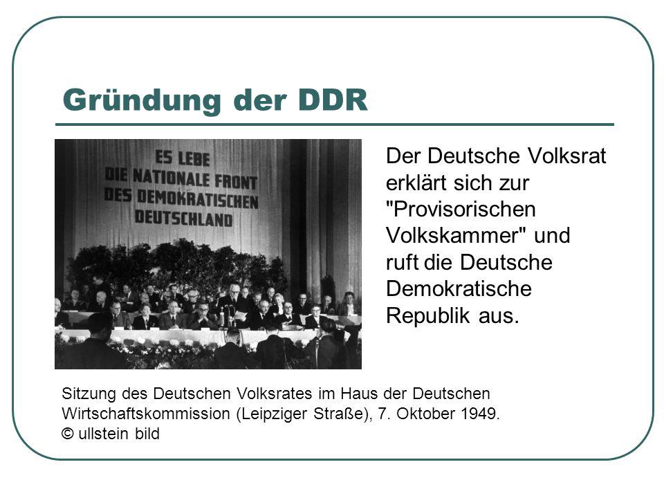 Gründung der DDR Der Deutsche Volksrat erklärt sich zur Provisorischen Volkskammer und ruft die Deutsche Demokratische Republik aus.